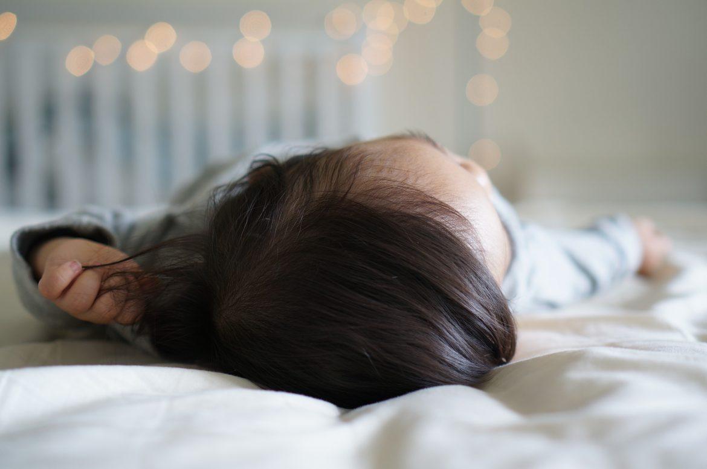Los bebés deben descansar en entornos seguros