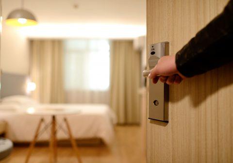 Conciliar sueño habitación hotel