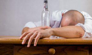 ¿Cómo puede afectar el consumo de alcohol al sueño?