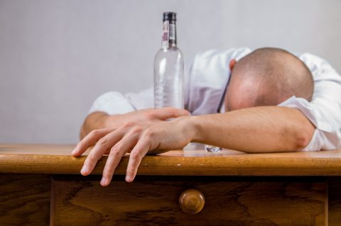 Relación entre el alcohol y el sueño