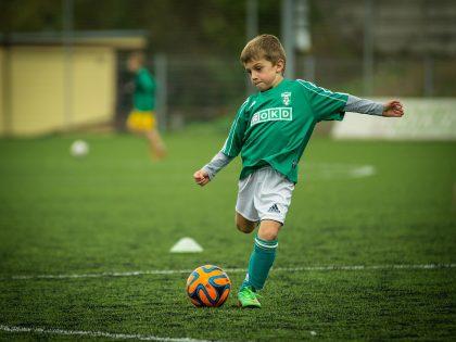 ¿Influye la actividad deportiva en el descanso de los niños?