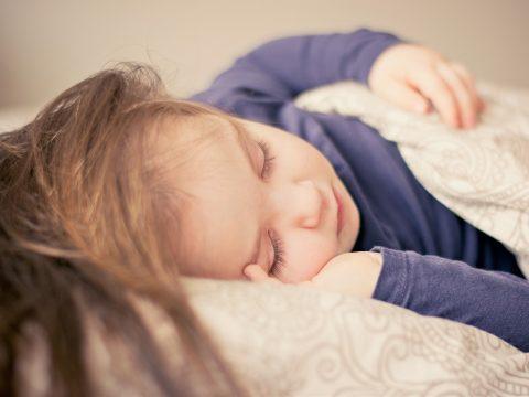 El impacto de la falta de sueño en los niños.