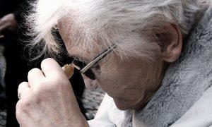 Existen estudios que relacionan la falta de sueño y la placa dental con la aparición del alzheimer